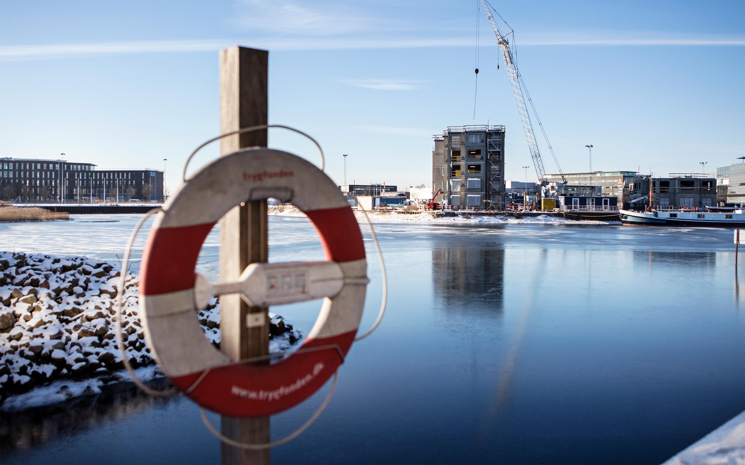 Redningsvest hænger i Sydhavnen