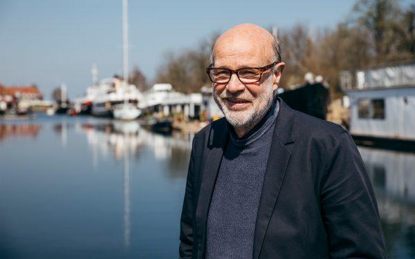 Jens Kvorning ved husbåde i Københavns Havn