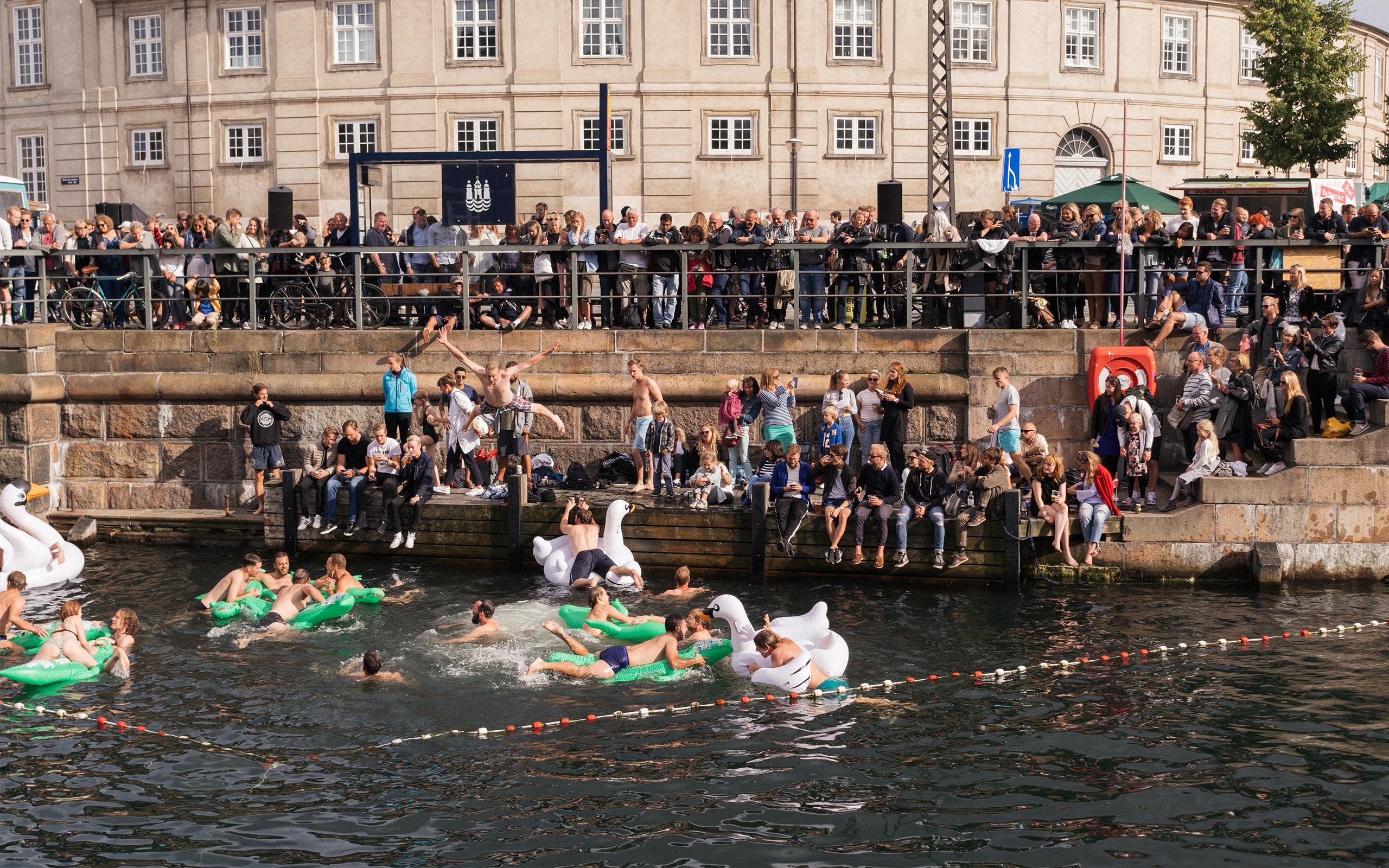 Pool party i Københavns kanaler
